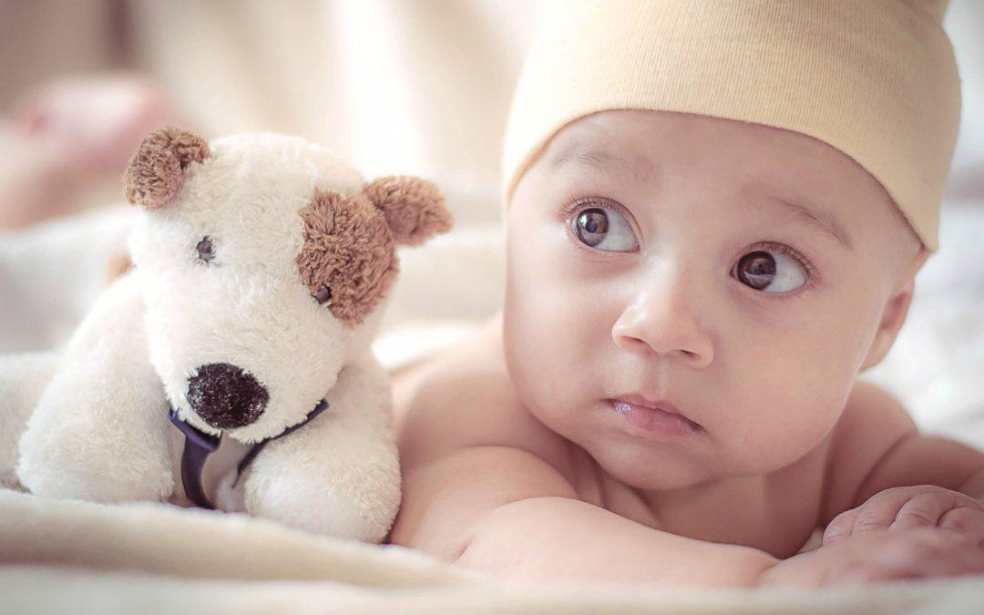 6 zabawek wspomagających rozwój niemowlaka